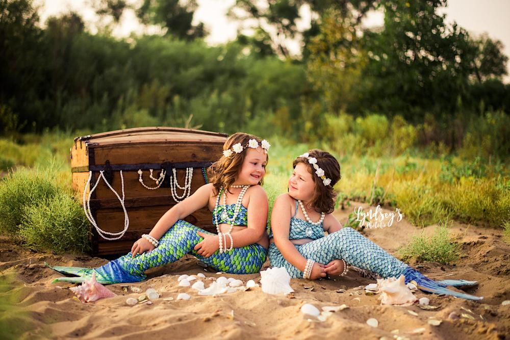 Five-year-old Sophia and 4-year-old Haidyn love mermaids. (Lyndsey Wright/Lyndseys Photo Co)