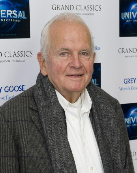 "ARCHIVO -  En esta fotografía de archivo del 30 de abril de 2012 Ian Holm llega al evento Universal Pictures 100th Anniversary Grand Classics Screening en Londres. Holm, cuya prolífica carrera incluyó papeles en ""Chariots of Fire"" y ""The Lord of the Rings"" falleció el 19 de junio de 2020 a los 88 años. (Foto AP/Jonathan Short, archivo)"