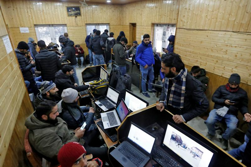 2G Mobile Internet, Broadband Services to be Restored in Kashmir From Today; Whitelist Expanded