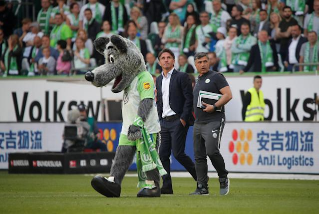Soccer Football - Bundesliga - VfL Wolfsburg v FC Cologne - Volkswagen Arena, Wolfsburg, Germany - May 12, 2018 Wolfsburg coach Bruno Labbadia celebrates with the mascot after the match REUTERS/Wolfgang Rattay DFL RULES TO LIMIT THE ONLINE USAGE DURING MATCH TIME TO 15 PICTURES PER GAME. IMAGE SEQUENCES TO SIMULATE VIDEO IS NOT ALLOWED AT ANY TIME. FOR FURTHER QUERIES PLEASE CONTACT DFL DIRECTLY AT + 49 69 650050