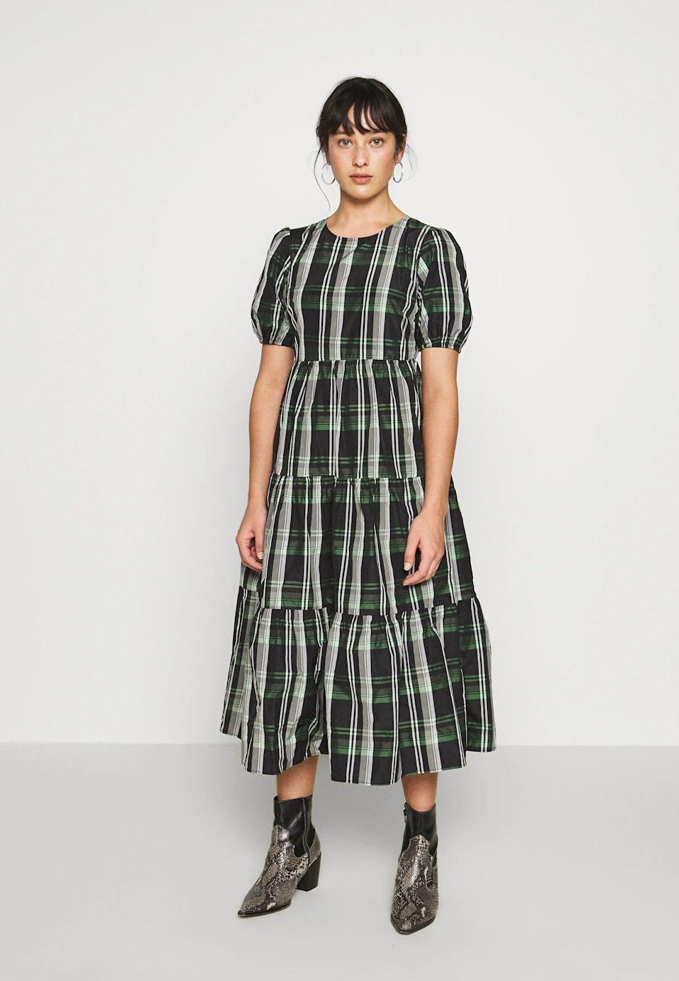 "<br><br><strong>Topshop</strong> Check Taffeta Day Dress, $, available at <a href=""https://www.zalando.co.uk/topshop-petite-check-taffeta-day-dress-green-tq021c02r-m11.html"" rel=""nofollow noopener"" target=""_blank"" data-ylk=""slk:Zalando"" class=""link rapid-noclick-resp"">Zalando</a>"