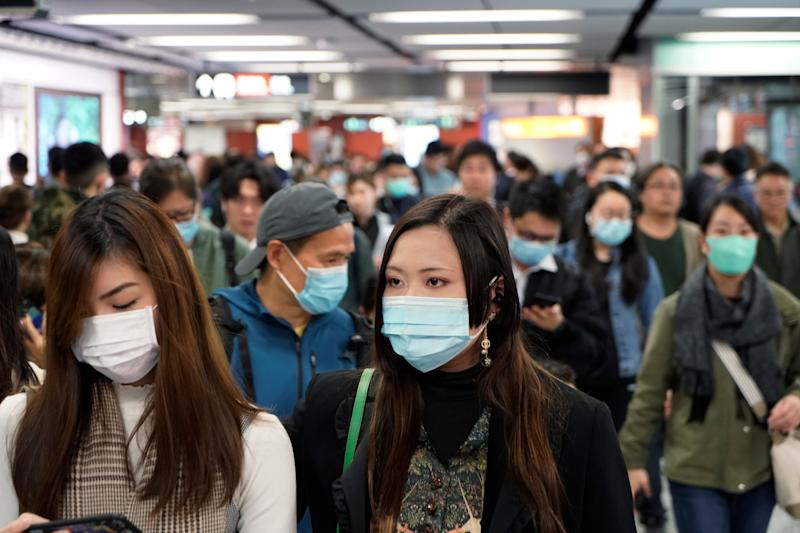 Passengers wear masks amidst an outbreak of a new coronavirus in a subway station in Hong Kong on Wednesday. (Photo: ASSOCIATED PRESS)