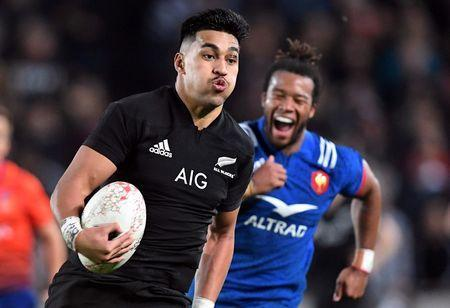 Rugby Union - June Internationals - New Zealand vs France - Eden Park, Auckland, New Zealand - June 9, 2018 - New Zealand's Rieko Ioane runs away from France's Teddy Thomas to score a try. REUTERS/Ross Setford