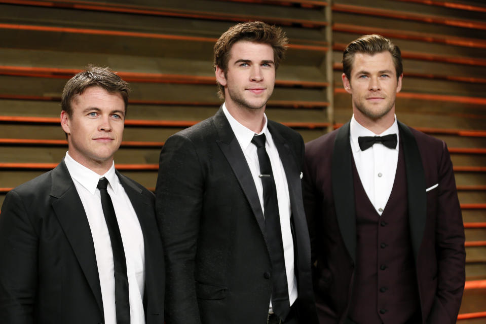 Actors Luke Hemsworth (L), Liam Hemsworth and Chris Hemsworth (R) arrive at the 2014 Vanity Fair Oscars Party in West Hollywood, California March 2, 2014. REUTERS/Danny Moloshok (UNITED STATES TAGS: ENTERTAINMENT) (OSCARS-PARTIES)