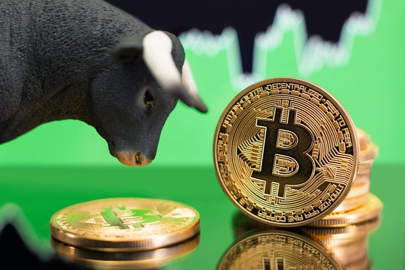 Bitcoin is making a recovery heading into the weekend while it inches closer to $9,000.   Source: Shutterstock