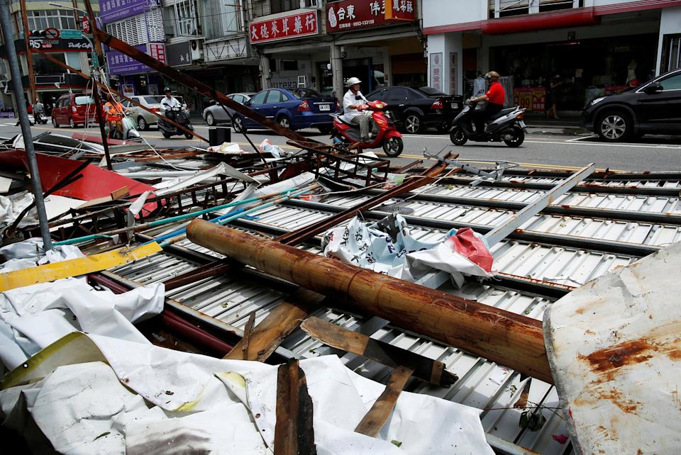 <p>Motorcyclists ride past advertisement banners damaged by Typhoon Nepartak, in Taitung, Taiwan July 9, 2016. (Photo: Tyrone Siu/REUTERS) </p>