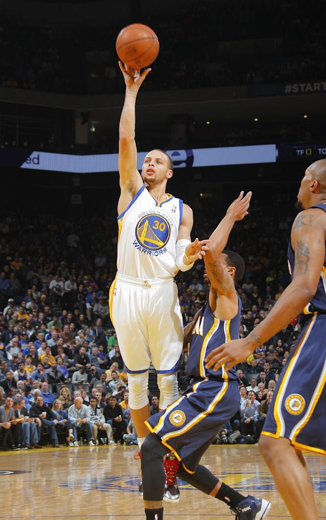 OAKLAND, CA - JANUARY 20: Stephen Curry #30 of the Golden State Warriors shoots a floater against George Hill #3 of the Indiana Pacers on January 20, 2014 at Oracle Arena in Oakland, California. (Photo by Rocky Widner/NBAE via Getty Images)