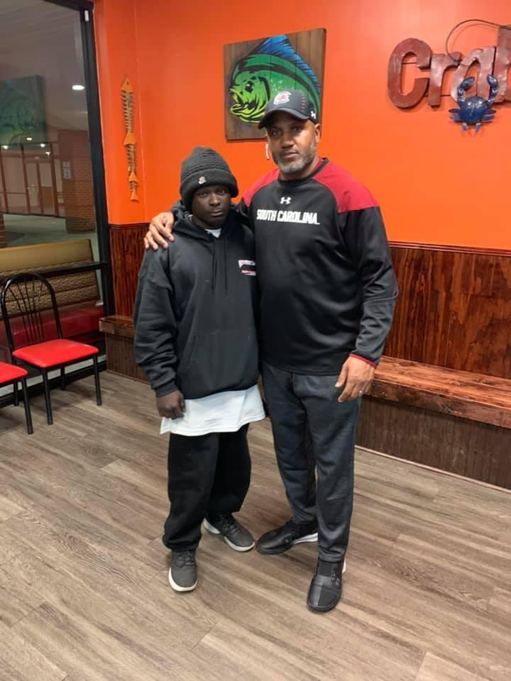 The owner of Mr. Seafood posed with the man who robbed his restaurant to send a message about forgiveness. (Photo: Mr.Seafood#1 via Facebook)