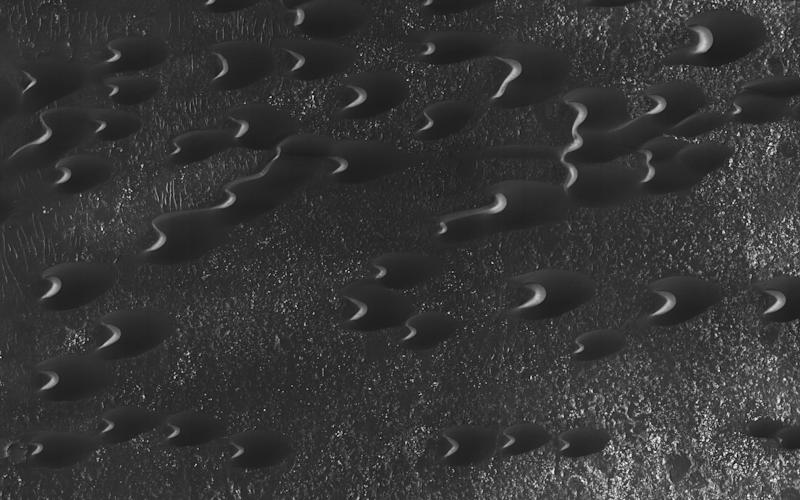Mars' 'Barchan' Dunes Revealed In Stunning New Image