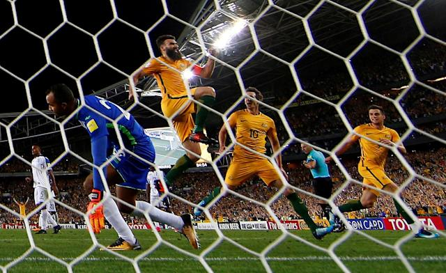 Soccer Football - 2018 World Cup Qualifications - Australia vs Honduras - ANZ Stadium, Sydney, Australia - November 15, 2017 Australia's Mile Jedinak celebrates scoring their third goal to complete his hat-trick REUTERS/David Gray TPX IMAGES OF THE DAY