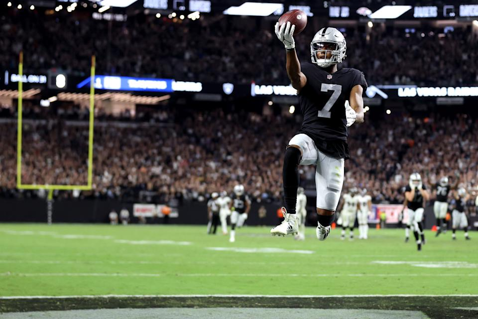 Zay Jones scored the game-winning touchdown to lift the Raiders over the Ravens. (Photo by Christian Petersen/Getty Images)