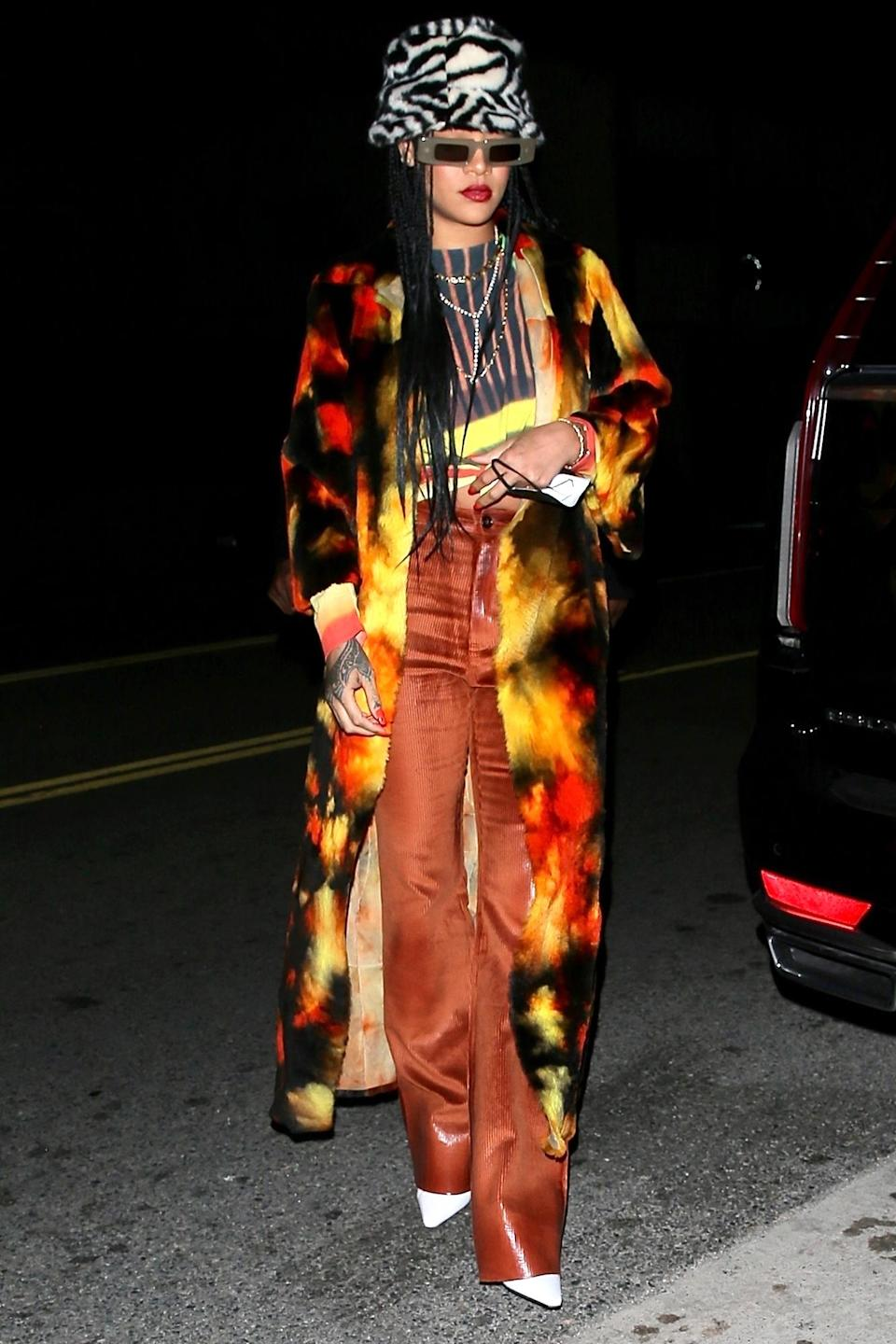 <p>Rihanna stepped out for dinner with her family at Giorgio Baldi in Santa Monica, California.</p>