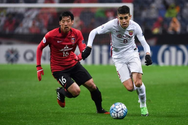 Oscar (R), a 60-million-euro signing a year ago, is looking for a first trophy with Shanghai SIPG