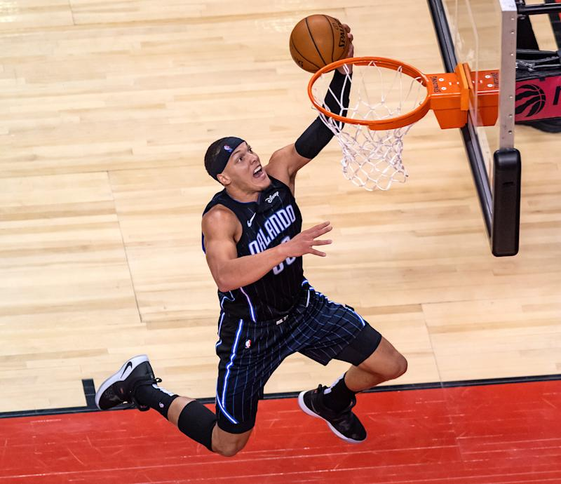 112-114. Gordon completa jugada de tres puntos y ganan los Magic a los KIngs
