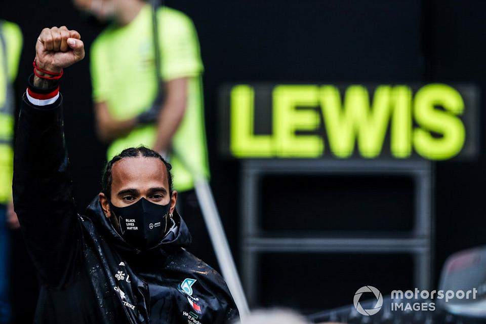 """Lewis Hamilton, Mercedes-AMG F1, 1st position, and the Mercedes team celebrate championship victory<span class=""""copyright"""">Charles Coates / Motorsport Images</span>"""