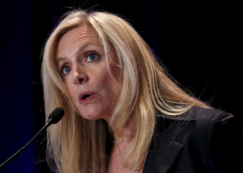"FILE PHOTO -- Federal Reserve Governor Lael Brainard delivers remarks on ""Coming of Age in the Great Recession"" at the Federal Reserve's ninth biennial Community Development Research Conference focusing on economic mobility in Washington, DC, U.S. on April 2, 2015. REUTERS/Yuri Gripas/File Photo"