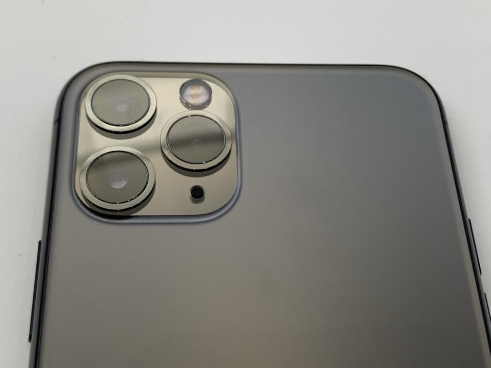 The three cameras on the iPhone 11 Pro and iPhone 11 Pro Max include a wide-angle lens, telephoto lens, and ultra-wide angle lens. (Image: Howley)