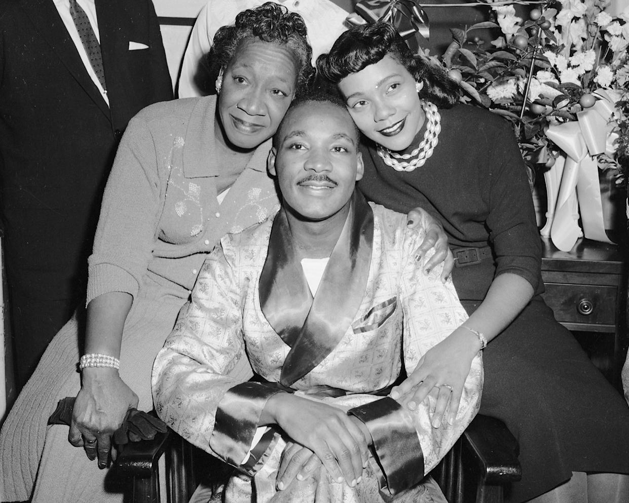 Dr. Martin Luther King, Jr., with his mother, Alberta Williams King, and his wife, Coretta Scott King, visiting King in Harlem Hospital as he recovers from a stabbing. (Photo: Al Pucci/NY Daily News Archive via Getty Images)