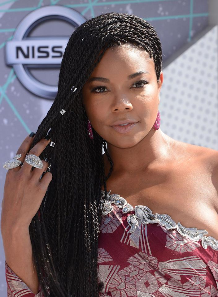 <p>In a refreshing change from traditional box braids, Gabrielle Union rocks Senegalese twists effortlessly. (Photo: C Flanigan/Getty Images)</p>