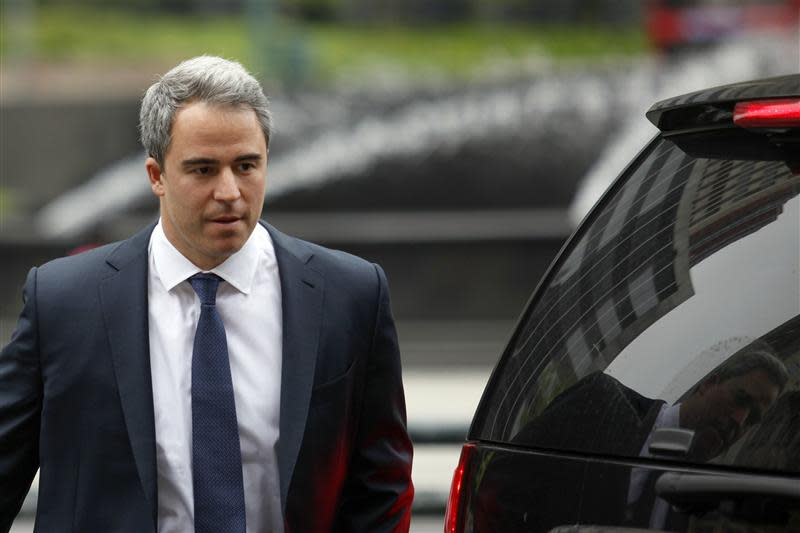 Steinberg, a former portfolio manager at Steven A. Cohen's SAC Capital Advisors hedge fund, walks to the Federal Court in Manhattan in New York
