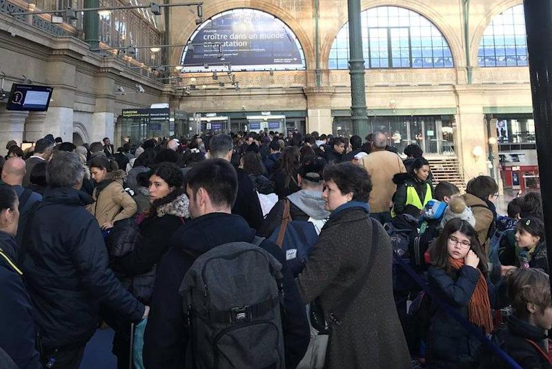 Eurostar queues: Crowds gather at Gare du Nord in Paris on Monday morning (@Shanmeng_Wei/Twitter)