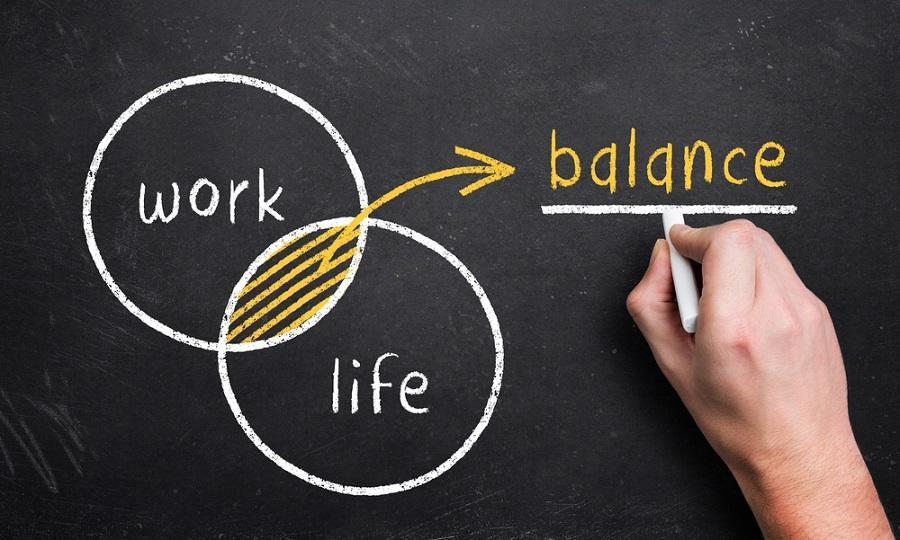 <p>It is always advisable to have a balanced personal and professional life. It is almost a cardinal sin to mix the two. If you have feelings for your boss, you will tend to take every critical comment personally. This will only mess up your mind and mood which will act as a hindrance to your work performance. </p><p><br></p>