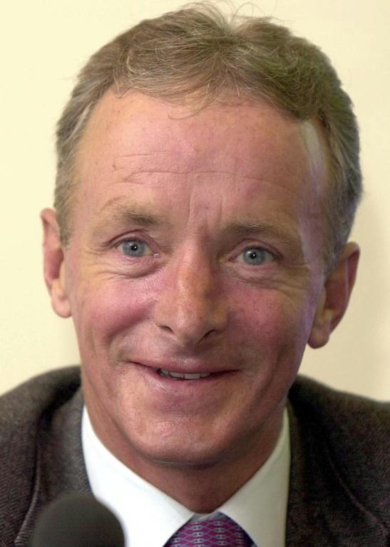 The decision to replace Greville Starkey with Pat Eddery after a poor ride in the Derby paid off as Prince Khalid Abdullah's Dancing Brave won the Prix de 'Arc de Triomphe beating one of the strongest fields of all time