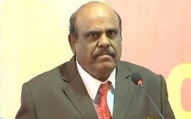 Justice Karnan orders ban on travelling of Chief Justice and 7 Supreme Court judges