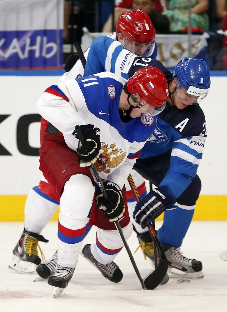 Russia forward Evgeni Malkin, left, battles for the puck against Finland forward Jori Lehtera during the gold medal match between Russia and Finland at the Ice Hockey World Championship in Minsk, Belarus, Sunday, May 25, 2014. (AP Photo/Darko Bandic)