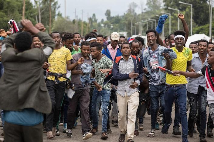 People protest against Ethiopian government during Irreecha, the annual Oromo festival which celebrates the end of the rainy season (AFP Photo/ZACHARIAS ABUBEKER)