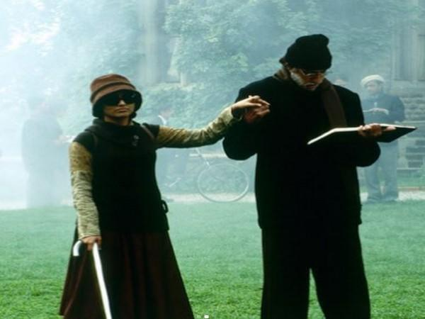A still from 'Black' featuring Amitabh Bachchan and Rani Mukherjee (Image Source: Twitter)