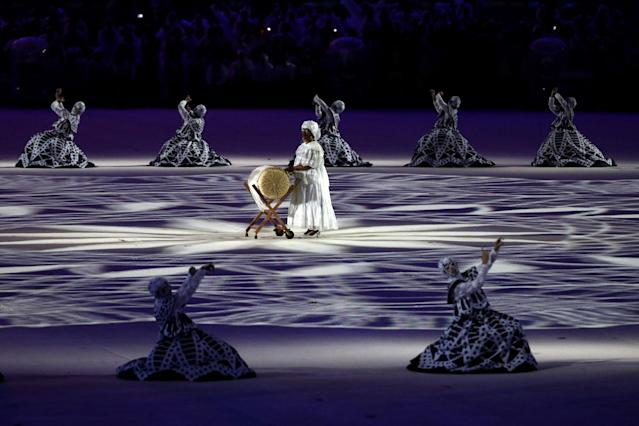 <p>Dancers perform at the 'Lace Making' segment during the Closing Ceremony on Day 16 of the Rio 2016 Olympic Games at Maracana Stadium on August 21, 2016 in Rio de Janeiro, Brazil. (Photo by Patrick Smith/Getty Images) </p>