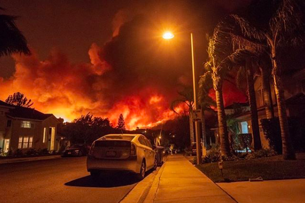 Southern Ca Fire >> Evacuations remain for Malibu, 2 found dead as Woolsey Fire threatens tens of thousands of ...