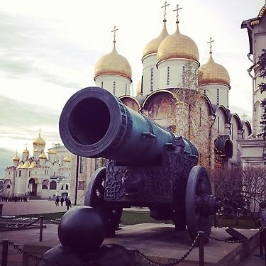 Cannon and church inside the Kremlin. (#NickInEurope)