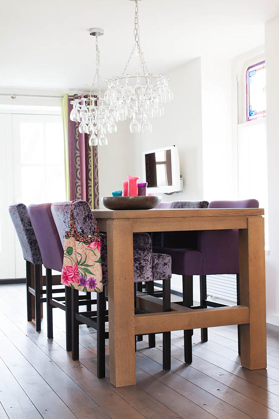 A one-tone dining set is giving way to a combination of colours and patterns on dining chairs. That is why we're seeing many designers and homeowners are mixing up types of fabric upholstery, adding eclecticism to the arrangement with a blend of block colours, florals, chevron & basketweave patterns. Photo credit: HOUZZ
