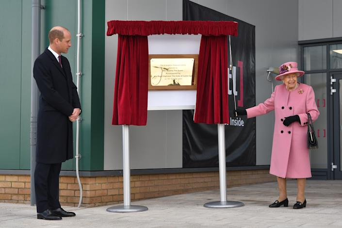 SALISBURY, ENGLAND - OCTOBER 15: Prince William, Duke of Cambridge, (L) stands by as Britain's Queen Elizabeth II (R) unveils a plaque to officially open the new Energetics Analysis Centre at the Defence Science and Technology Laboratory (Dstl) at Porton Down science park on October 15, 2020 near Salisbury, England. The Queen and the Duke of Cambridge visited the Defence Science and Technology Laboratory (Dstl) where they were to view displays of weaponry and tactics used in counter intelligence, a demonstration of a Forensic Explosives Investigation and meet staff who were involved in the Salisbury Novichok incident. Her Majesty and His Royal Highness also formally opened the new Energetics Analysis Centre. (Photo by Ben Stansall - WPA Pool/Getty Images)