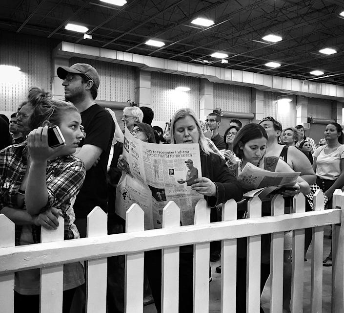 <p>Two women protest Donald Trump by reading newspapers at his campaign rally on April 20 in Indianapolis, Ind. (Photo: Holly Bailey/Yahoo News) </p>