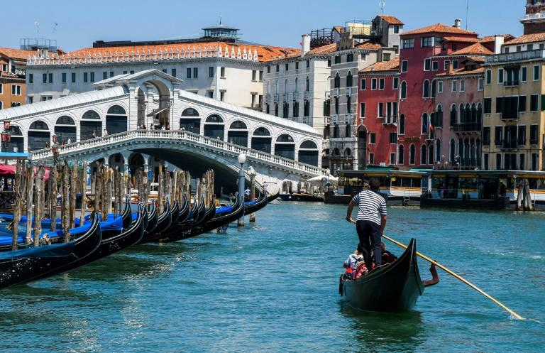 The gondoliers are back in action as tourists flock back to Venice (AFP Photo/ANDREA PATTARO)