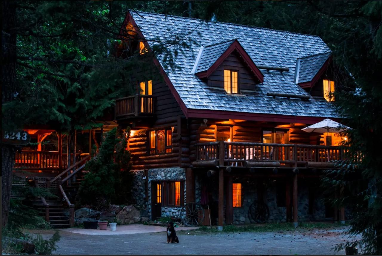 <p>With six bedrooms and 3.5 bathrooms, this classic log chalet in Whistler, B.C., is the perfect place to invite the whole family to. It can be yours for only $900/night. (Airbnb) </p>
