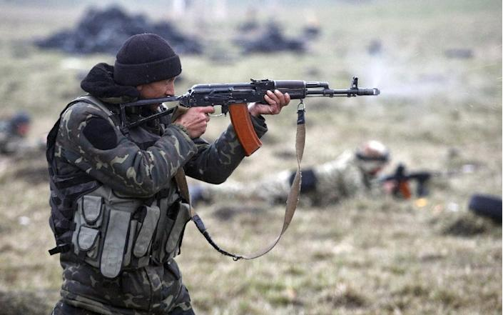 A fighter of the Ukrainian volunteer Donbas battalion practices shooting during military drills near Mariupol, on April 1, 2015 (AFP Photo/Anatolii Stepanov)