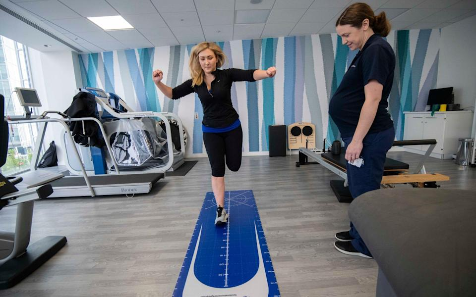 Danielle Robinson undergoes a runners MOT with Emily Drakes, at the HCA in London - JULIAN SIMMONDS
