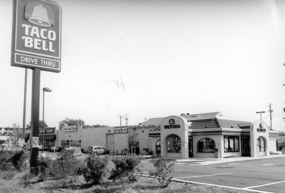 <p>With a Spanish style roof and stucco siding, this Taco Bell restaurant seen in 1994 was the authentic foundation of the brand millions love today.</p>