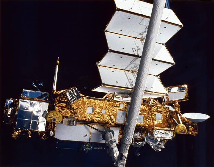 IN SPACE - SEPTEMBER 14:  In this handout from the National Aeronautics and Space Administration (NASA), the Upper Atmosphere Research Satellite (UARS) is deployed from the Space Shuttle Discovery in September 14, 1991 in space. According to NASA, the 12,500 pound satellite will fall from orbit into earth's atmosphere anytime between September 22 through 24. It is estimated that the space craft will break up into about 100 pieces, with an estimated 26 of which could hit the earth over a possible 500 mile debris field.  (Photo by NASA via Getty Images)