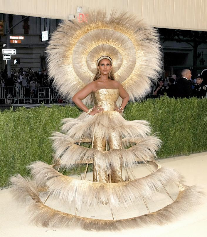 """<h2>Iman wearing Harris Reed</h2><br>Supermodel Iman was a literal glowing ray of light in this custom Harris Reed gown and headpiece.<span class=""""copyright"""">Photo by Jeff Kravitz/FilmMagic.</span>"""