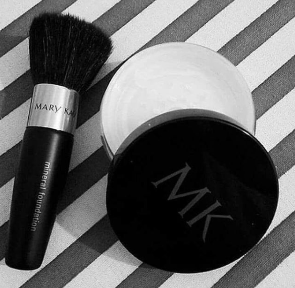 """<p>For brushes that hold loose powder, these applicators need a baby-shampoo bath every week. Brushes that hold loose powders tend to have more space between bristles, allowing product to travel to the handle of the brush, making it a breeding ground for bacteria. <em>(Photo: Instagram/<a rel=""""nofollow"""" title=""""mazninsani"""" href=""""https://www.instagram.com/mazninsani/"""">mazninsani</a>)</em> </p>"""