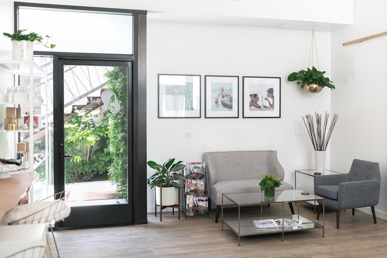 <p><strong>What's the vibe at this place?</strong><br> Don't be put off by GotG's less-than-glamorous neighborhood—once you step into its modern headquarters, you'll find a bright, airy space, with decor that looks straight out of an influencer's home (white walls lined with skincare products, gold planters, and modern furniture). They also sell candles, jewelry, and other giftables made by local designers.</p> <p><strong>Take us into the room. How was the session itself?</strong><br> Sessions start with complimentary Champagne or tea. Makeup services are given in the main area, while facials, massages, waxing, and body treatments, which target stretch marks and exfoliate your hard-to-reach back, are held in comfortable private rooms. Everyone who works there, from the front desk staffers to the therapists, is knowledgeable and friendly. While it's clear that this is a no-nonsense spa for no-nonsense women, it's still a small local business.</p> <p><strong>Nice. What about after the treatment?</strong><br> Girl on the Go! began as an operation meant to provide evening spa services for busy working women who couldn't scoot away from their desks for an hour-plus during the day—so you're not going to get the same bells and whistles here as you would at a hotel. All to say: it's an efficient operation, but when your treatment is over, you're pretty much out the door.</p> <p><strong>What do they do best here, then? And how can we make sure we get the most out of it?</strong><br> GotG's claim to fame is that it's open until 10 p.m. on weekdays (and 6 p.m. on weekends)—so you can test it out after work, and the hours are especially friendly for out-of-towners with erratic schedules.</p>