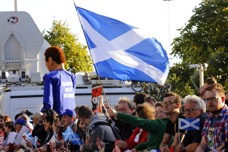 Protesters hold Scottish Saltire flags outside the venue where Britain's Prime Minister David Cameron was to address the CBI Scotland Annual Dinner in Glasgow on August 28, 2014 (AFP Photo/Andy Buchanan)