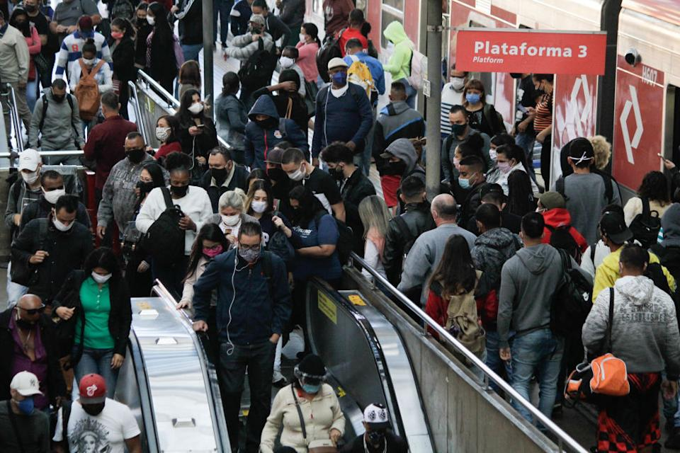Passengers gather close together waiting to use the station's escalator. Source: Getty