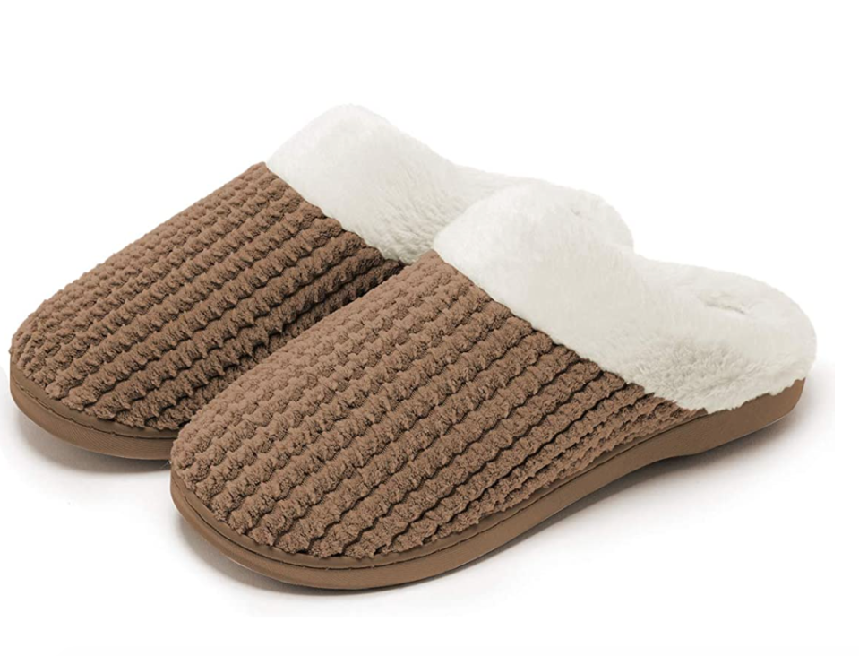 Apolter Memory Foam Slippers in Coffee (Photo via Amazon)