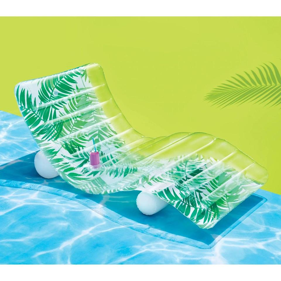 <p>For ultimate relaxation, they'll love this <span>Chaise Lounge Palm</span> ($25). Even if they don't have a pool, the chaise lounger can be used on land! It's a total summer vibe.</p>